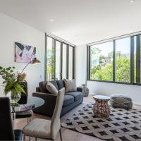 LUXURY APARTMENT / / MOMENTS TO LANE COVE VILLAGE