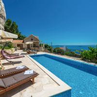 Mlini Villa Sleeps 8 with Pool Air Con and WiFi