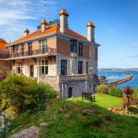 Brixham Chateau Sleeps 16 with Pool and WiFi