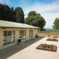 Elberton Villa Sleeps 8 with WiFi, hotel in Elberton
