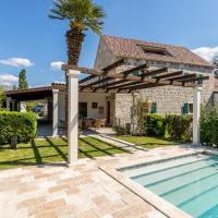 Rapovac Villa Sleeps 8 with Pool Air Con and WiFi
