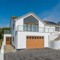 Mawgan Porth Villa Sleeps 8 with WiFi