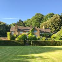 Dursley Chateau Sleeps 19 WiFi