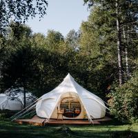Daydream Forest Glamping and Snow Hotel, отель в Листвянке