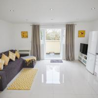 Beautiful 1 Bedroom Ground Floor, Free Wifi and Parking Close to the city and Paultons Parksleeps 4