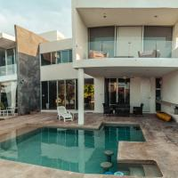 Breathtaking beach Villa, feel the inviting vibe!, hotel en Chelem