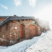 Unique Chalet right on the slopes with view and PK, hotel in Pas de la Casa
