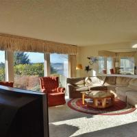 Spacious Family Home Overlooking the Inlet Waters!