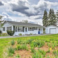 Cozy Houghton Lake Heights Cottage with Private Yard