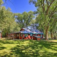 Quiet Durango Farmhouse with Beautiful Yard and Gazebo, hotel near Durango-La Plata County - DRO, Durango
