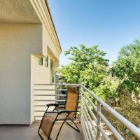 Sleek Scottsdale Condo - Balcony & Resort Amenities