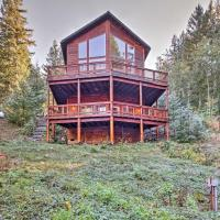 'Grizzly Tower' Packwood Cabin with Forest Views!