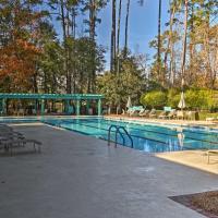 Resort Condo with Porch -1 mi from North Myrtle Beach, hotel in North Myrtle Beach