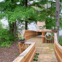 Cozy Lakefront Cabin in Quiet Cove with Private Dock!, hotel in La Follette