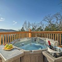 'Tall Tree Retreat' with Hot Tub, Short Walk to Lake, hotel in Blue Eye
