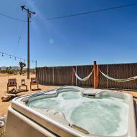 Home with Hot Tub, Hammocks, Free Pass to Joshua Tree, hotel in Yucca Valley