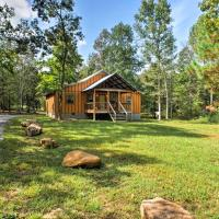 Peaceful Cabin with Deck, 3 Mi to Little River Canyon