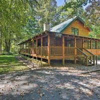 Lodge on 80 Acres with Hot Tub, 45 Min to Asheville!, hotel in Brevard