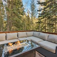 Idaho Springs Cabin with Hot Tub on half Acre!, hotel in Idaho Springs