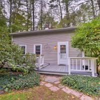 Updated and Pet-Friendly Cabin By Hikes and Woodstock!, hotel in Bearsville