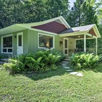 Cherry Cottage - Steps to Peninsula State Park!, hotel in Ephraim