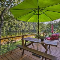 Cozy Waterfront Cottage with Deck on the White River!