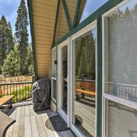 Charming House with Deck - Steps to Lake Almanor!, hotel in Lake Almanor