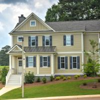 Spacious Family-Friendly Retreat with Winter Rates!, hotel in Greensboro