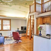 Charming Gainesville Townhome Less Than 2 Mi to University, hotel near Gainesville Regional Airport - GNV, Gainesville