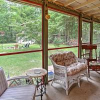 Harbert Cottage&Studio with Porch Half Mile to Beach!, hotel in Harbert