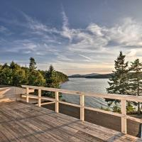 Charming Waterfront Winter Harbor Cottage with Views!