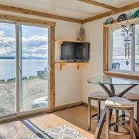 Oceanside Ketchikan Cottage Hike, Fish and Kayak!, отель в городе Кетчикан