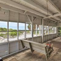 Beachfront Edisto Island Townhome with Screened Porch, hotel in Edisto Island