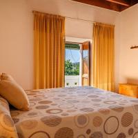 Espaciosa Villa Con Piscina Privada, hotell i Port de San Miguel