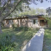 Mid-Century Brownsville House with Patio & Porch!, hotel in Brownsville