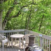 Charming Bushkill Home with Large Deck and Pool Access!