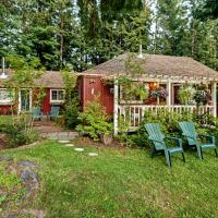 Packwood Farmhouse with Hot Tub and Fire Pit on 8 Acres
