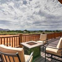 Kanab Cabin with Hot Tub, Fire Pit and Panoramic Views!