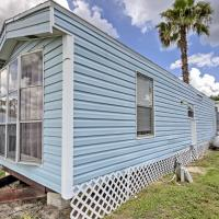 Cozy Lakefront Cabin in Ocala with Deck & Grill!