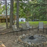 Lakefront Blue Eye Cottage with Hot Tub and Fire Pit!, hotel in Blue Eye
