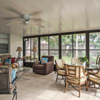 Quiet Home Near Shopping and 15 Miles From Orlando!, hotel in Orlando