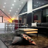 Ioannina Luxury Suites & Apartments, hotel in zona Aeroporto di Ioannina - IOA, Ioannina