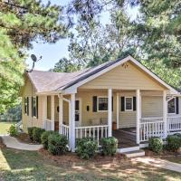 Lakefront Buckhead Cottage with Hot Tub and Game Room!, hotel in Buckhead