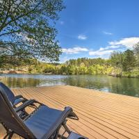 The Bella Vista Lakeside Treehouse with Dock & Kayaks