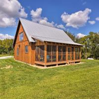Greenfield Cabin with Screened-In Porch and Fire Pit!, hotel in Greenfield