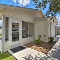 Updated Florida Home with Unlimited Golf and Pools!, hotel in The Villages