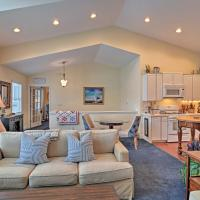 Harbor Springs Condo with Bay View - Walk to Beach!, hotel in Harbor Springs