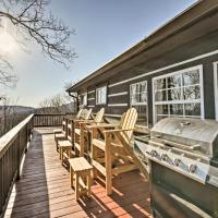 Moravian Falls Cabin with Brushy Mtn View and Fire Pit, hotel in Moravian Falls