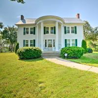 Rural and Historic Estate Home, 12 Mi to Clarksville