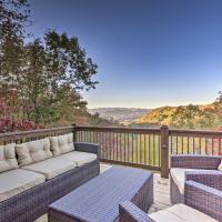 Brevard Chalet with Stunning Blue Ridge Mtn Views!, hotel in Brevard